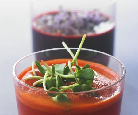 Karotten-Rote-Beete-Saft und Tomatensaft mit Sprossen