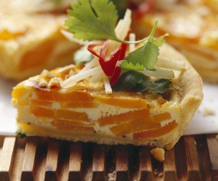 Karottenkuchen mit Koriander-Apfel-Salat