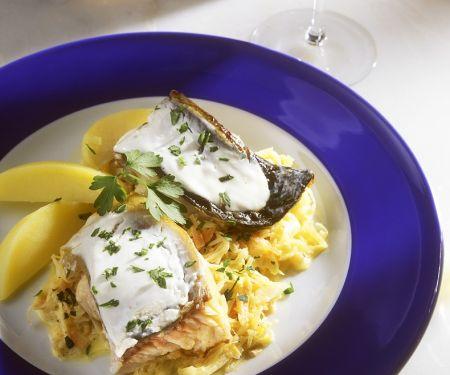 Karpfen mit Sauerkraut