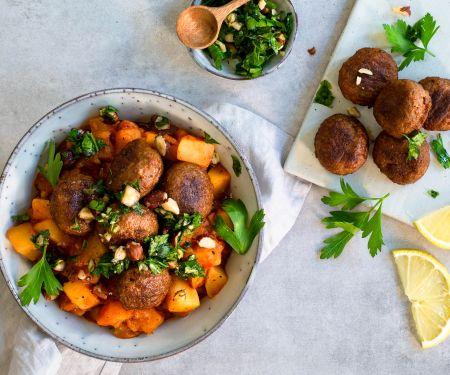 Kartoffel-Gulasch mit Ohne-Hick-Hack-Bällchen und würzigem Kräuter-Topping