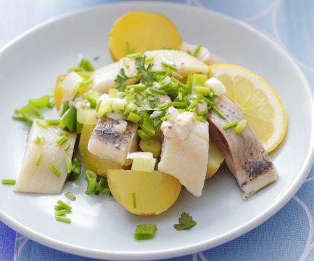 Kartoffel-Herings-Salat mit Schnittlauch