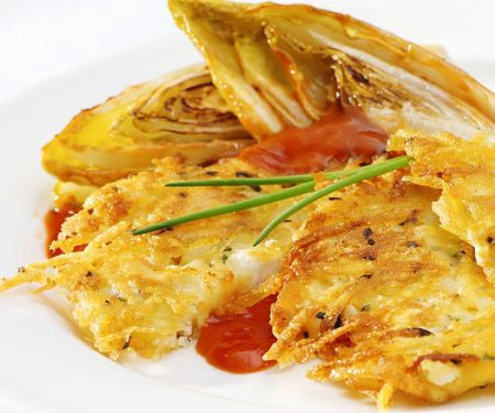 Kartoffel-Käse-Rösti mit gebratenem Chicoree