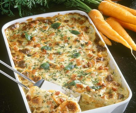 Kartoffel-Käseauflauf mit Karotten