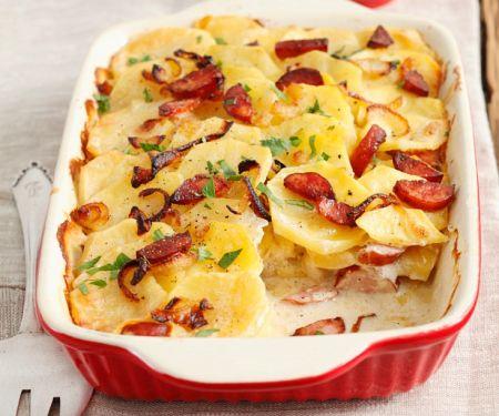 Kartoffelauflauf mit Cabanossi und Zwiebeln