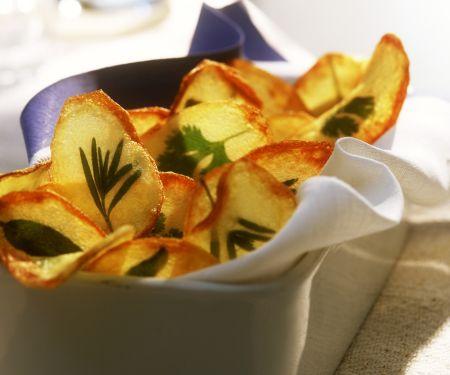 Kartoffelchips mit Kräutern