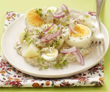 Kartoffeln mit Zwiebeln, Eiern und Tatarensoße