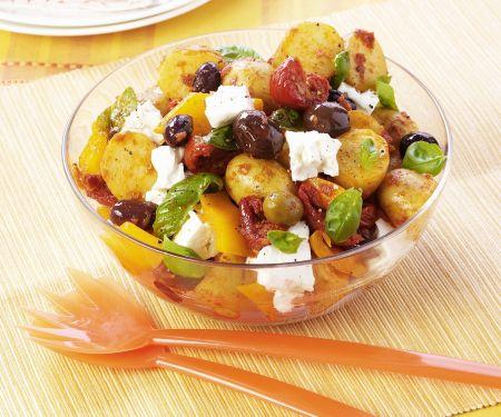 Kartoffelsalat mit Oliven und Schafskäse