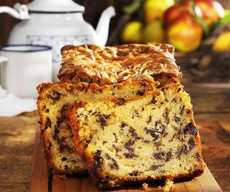 Kastenkuchen mit Apfel und Schokolade