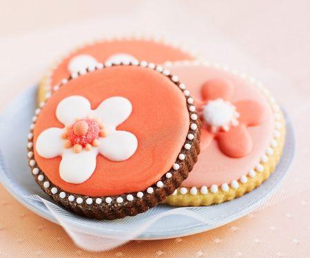 Kekse mit buntem Zuckerguss