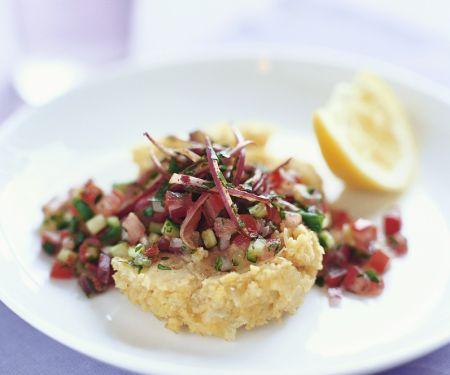 Kichererbsenpüree mit Salat