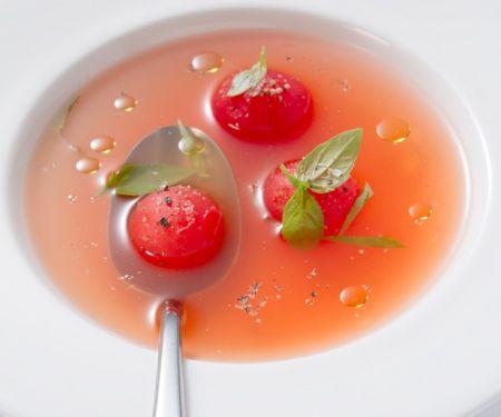 Klare Tomatensuppe (Consommé)
