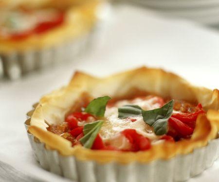 Kleine Filotartes mit Paprika und Mozzarella