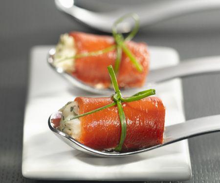 Kleine Paprikarouladen mit Knoblauch-Fisch-Füllung