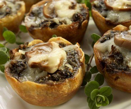 Kleine Pilztörtchen mit Mozzarella