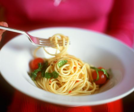Knoblauch-Nudeln mit Tomaten