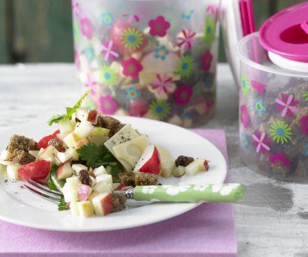 Knuspriger Brot-Käse-Salat