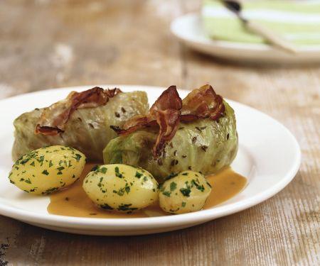 Kohlwickel mit Bacon und Kartoffeln