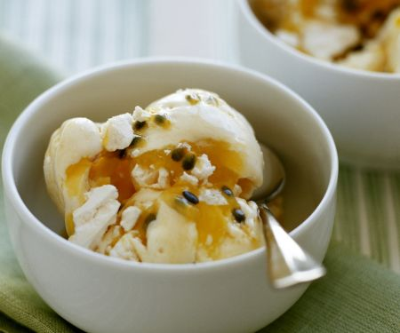 Kokos-Zitronen-Eis mit Maracujasoße