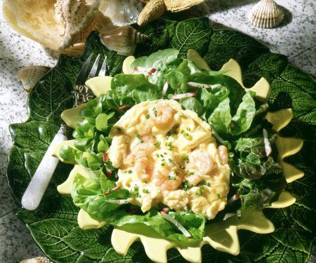 Krabben-Rührei mit Salat