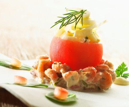 Krabbensalat mit gefüllter Tomate