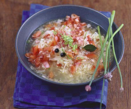 Kraut-Paprika-Suppe mit Speck