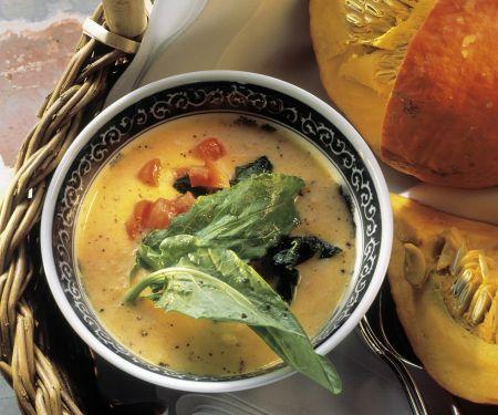 Kürbissuppe mit Sauerampfer und Spinat