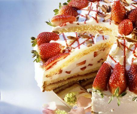 Kuppelkuchen mit Erdbeeren