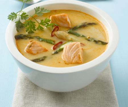 Lachs-Currysuppe mit Spargel