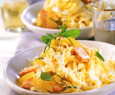 Lachs in Zitronensauce mit Nudeln