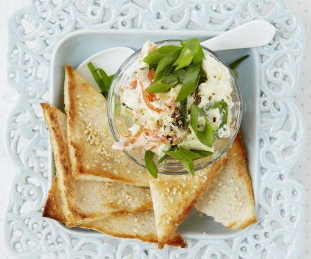 Lachs-Meerrettich-Aufstrich mit Sesam-Toast