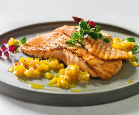 Lachsfilets mit gelber Paprika-Salsa