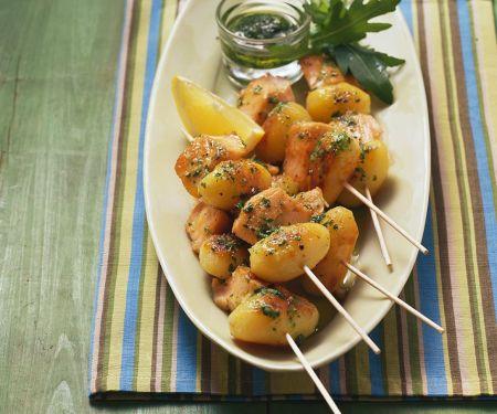 Lachsspieße mit Kartoffeln