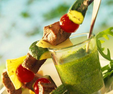 Lamm-Gemüse-Spieße mit Kräuterdip