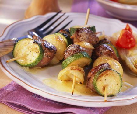 Lamm-Zucchini-Spieße vom Grill mit gebratenem Chicorée