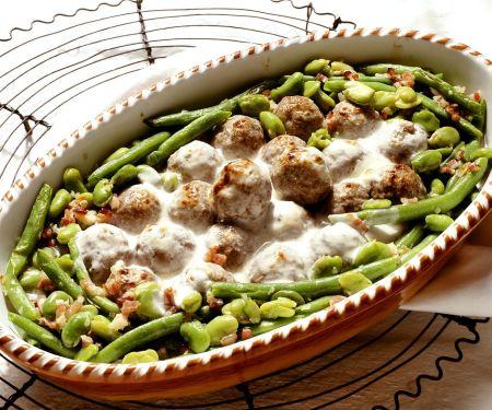 Lammbällchen mit Bohnen und Joghurtsauce