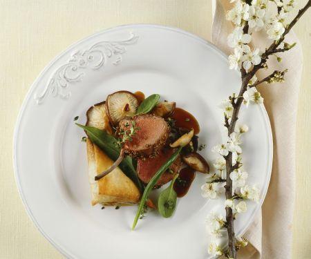 Lammkarree und Teigtaschen mit Shiitake und Spinat gefüllt