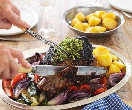 Lammkeule mit Gemüse