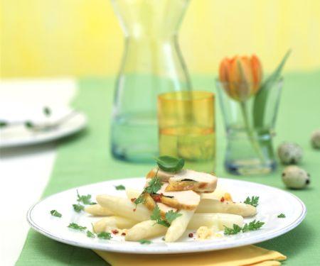 Lauwarmer Spargelsalat mit Hähnchenbrust