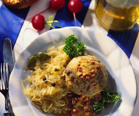 Leberknödel mit Sauerkraut