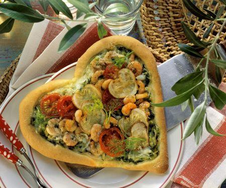 Liebes-Pizza mit Garnelen, Zucchini und Cherrytomaten