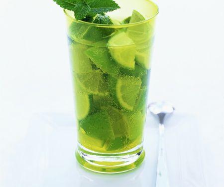 Limetten-Melisse-Cocktail