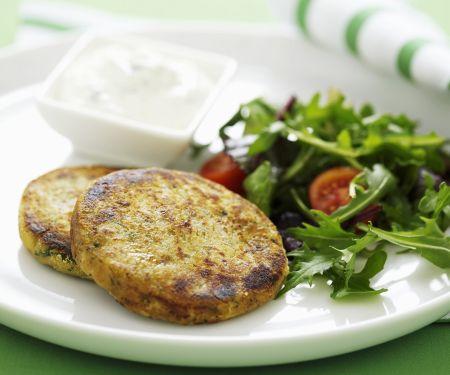 Linsenbratlinge mit Joghurt und Salat