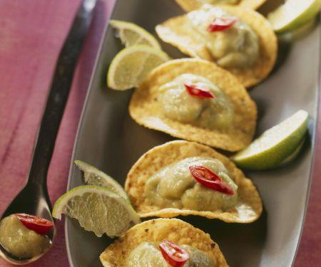 Maischips mit Avocadocreme