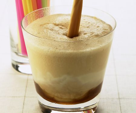Mandel-Eiskaffee