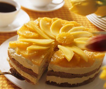 Mandelkuchen mit fruchtiger Cremefüllung