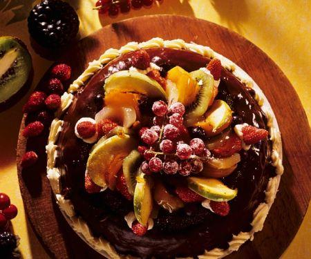Mandelkuchen mit Schokolade und Obst