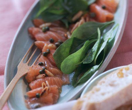 Marinierter Lachs mit frischem Spinat