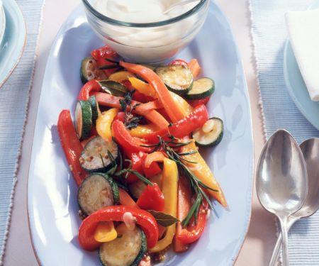 Mariniertes Gemüse mit Mayonnaisen-Dipp