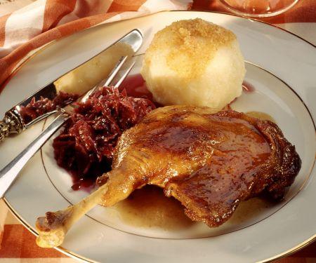 Martinsgans mit Rotkraut und Kartoffelkloß