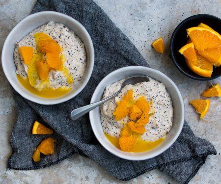 Marzipan-Mohn-Grießbrei mit Orangensauce
